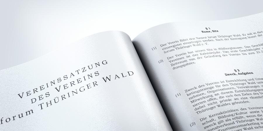 Nahaufnahme der Vereinssatzung des forum Thüringer Wald