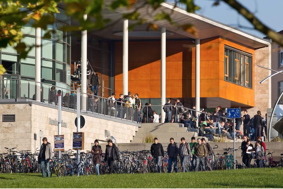 Humboldtbau Technische Universität Ilmenau - Eine der Hochschulen in Thüringen