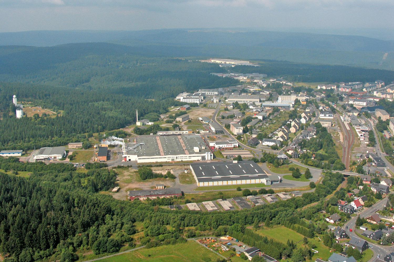 Das Gewerbegebiet Bornhügel in Neuhaus am Rennweg im Thüringer Wald aus der Luftperspektive - Foto: Stadt Neuhaus am Rennweg