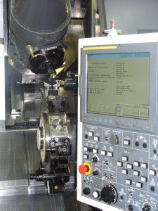 Detailansicht eines Displays mit Fertigungsablauf an einer Maschine der Zerspanung und Werkzeuge GmbH in Schmalkalden
