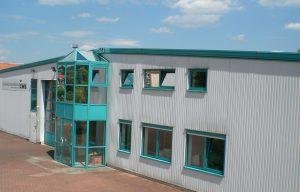 Außenansicht des Unternehmensgebäudes der ZWS Zerspanung und Werkzeuge GmbH in Schmalkalden