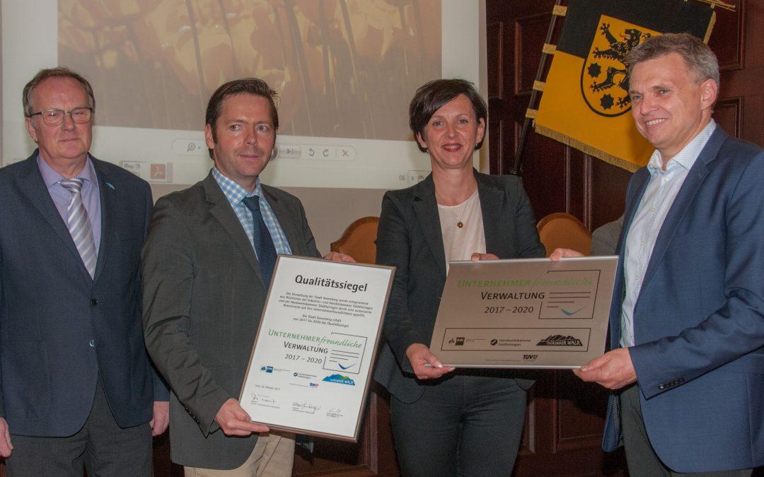 """Erfolgreiches Triple – Sonneberg verteidigt Gütesiegel """"Unternehmerfreundliche Verwaltung im Thüringer Wald"""""""