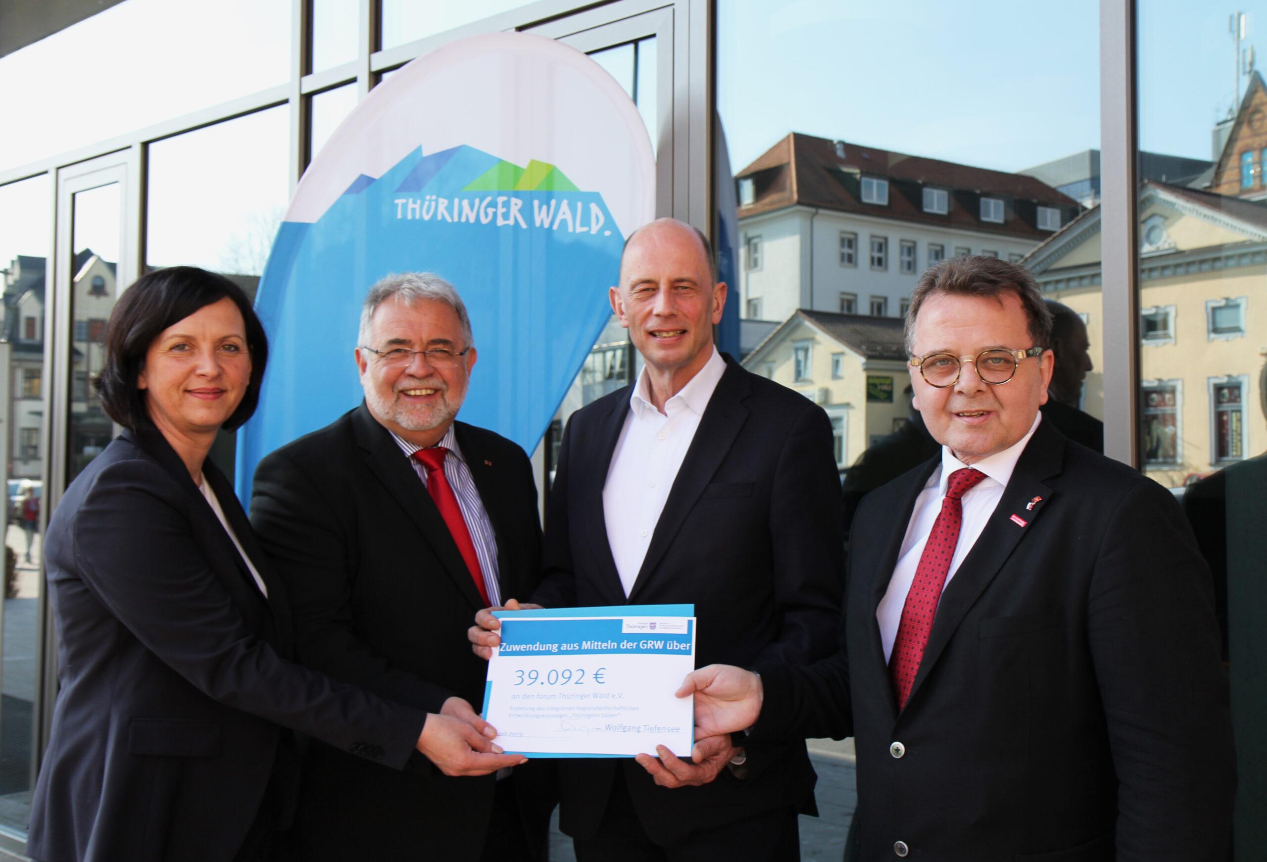 Mitglieder des Regionalmanagement Thüringens Süden auf einem Gruppenfoto